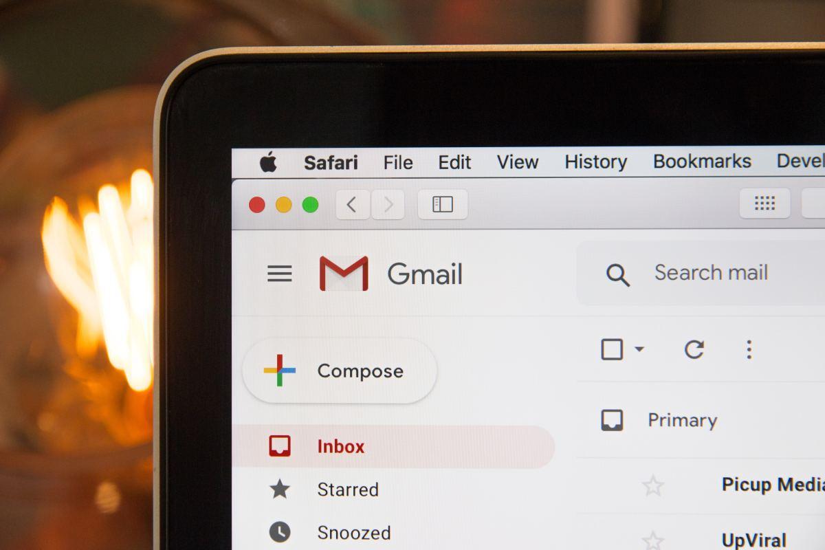 E-mail application network service.