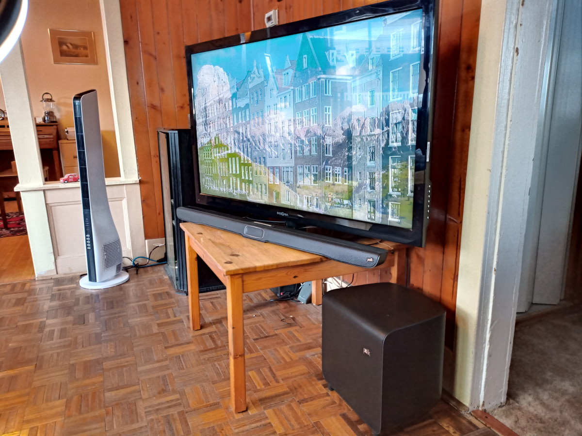 Soundbar connected to television