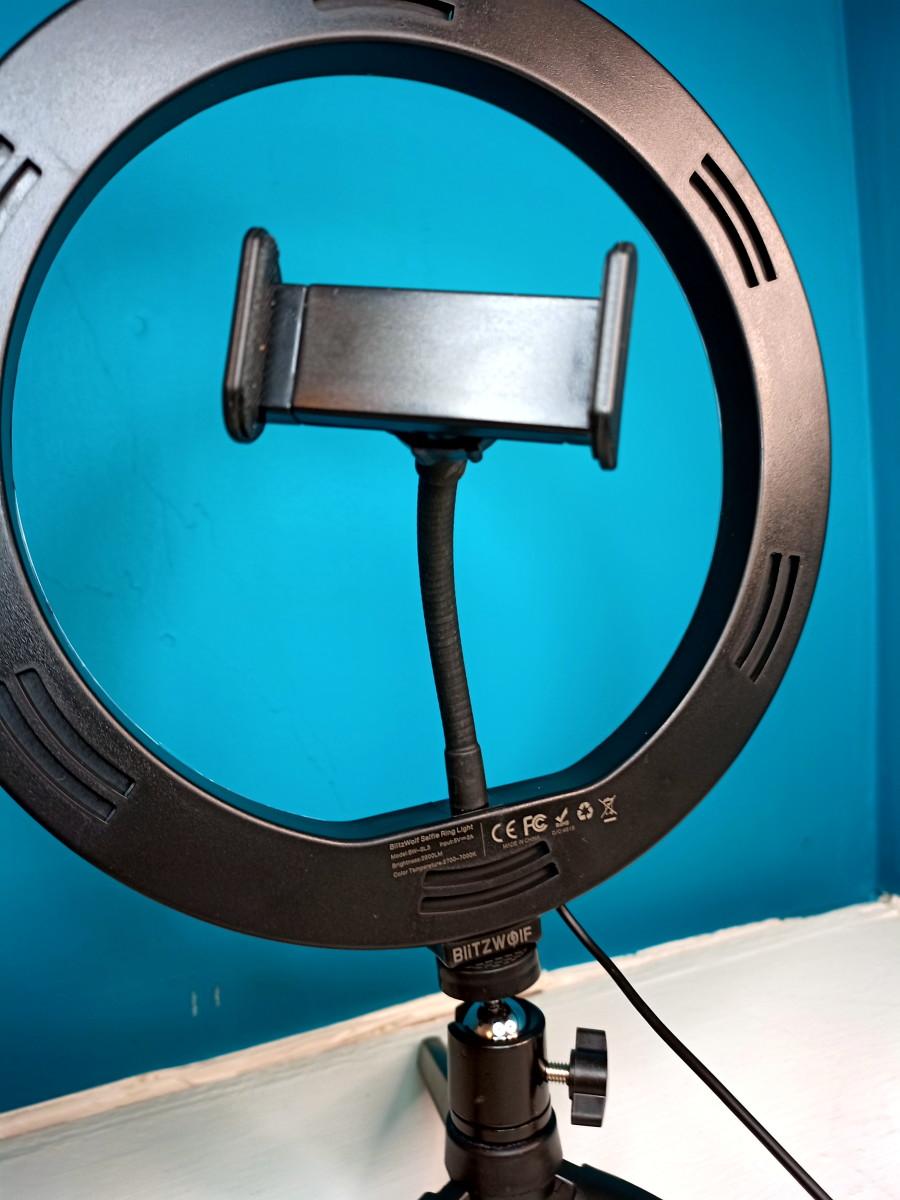 Phone clamp of BlitzWolf Ring Light