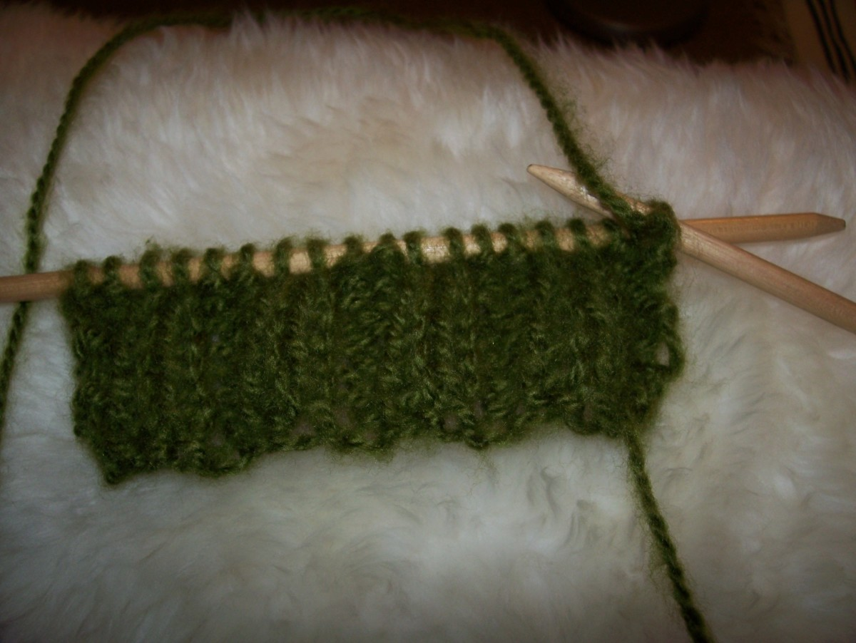 Ribbed Scarf after a few rows.