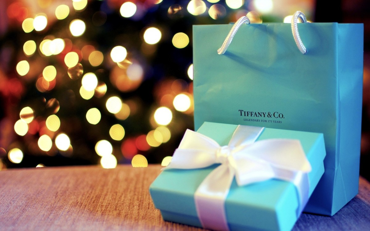 © Themes.com - Beautiful Example of Bokeh with a product.