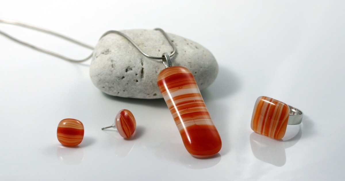 Examples of fused glass jewelry.