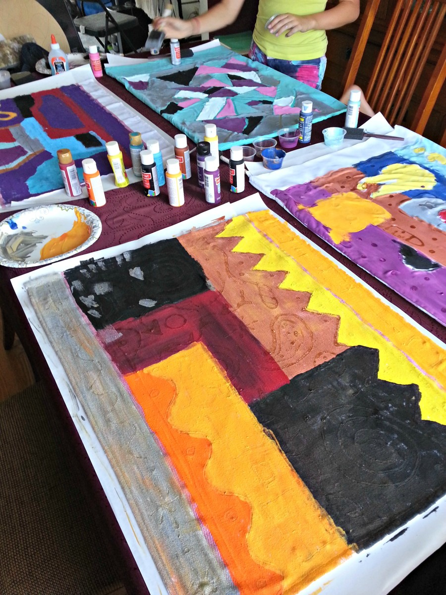 The painted fabric needs to dry completely before you move on to the next step.