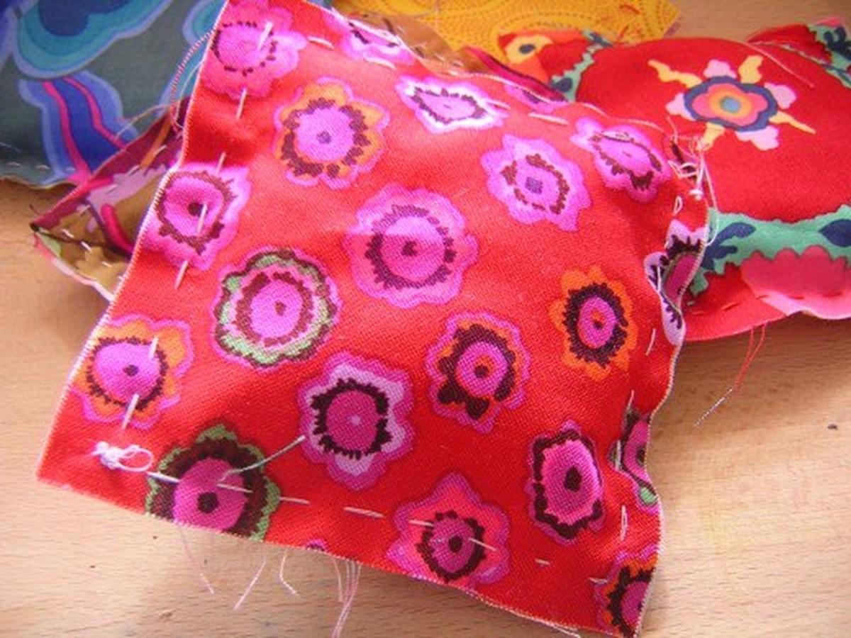Making little fabric puffy pillows