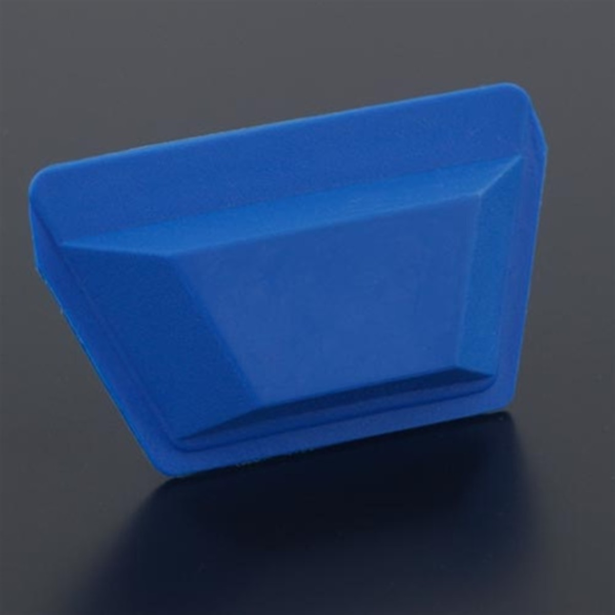 A flexible metal clay storage pouch that can be opened with one hand.