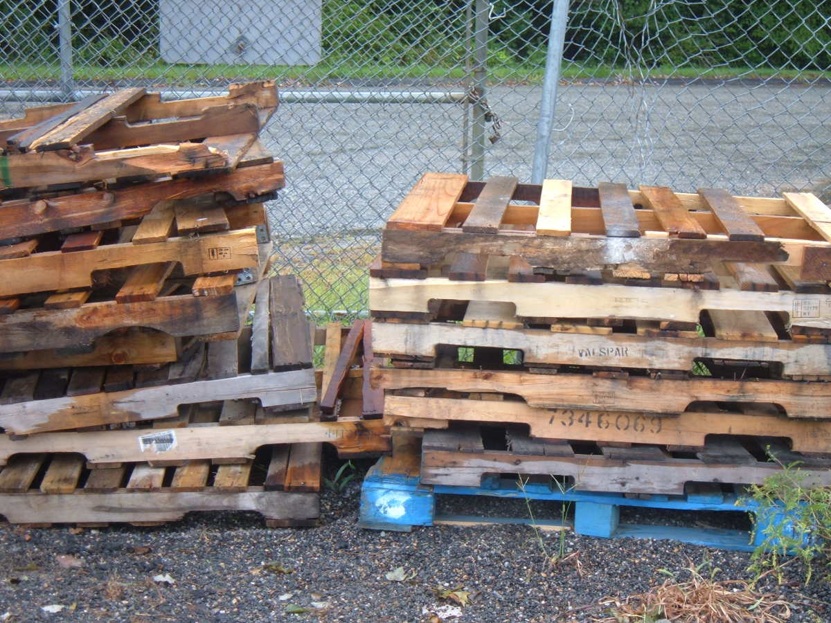 Reuse wood from old pallets!