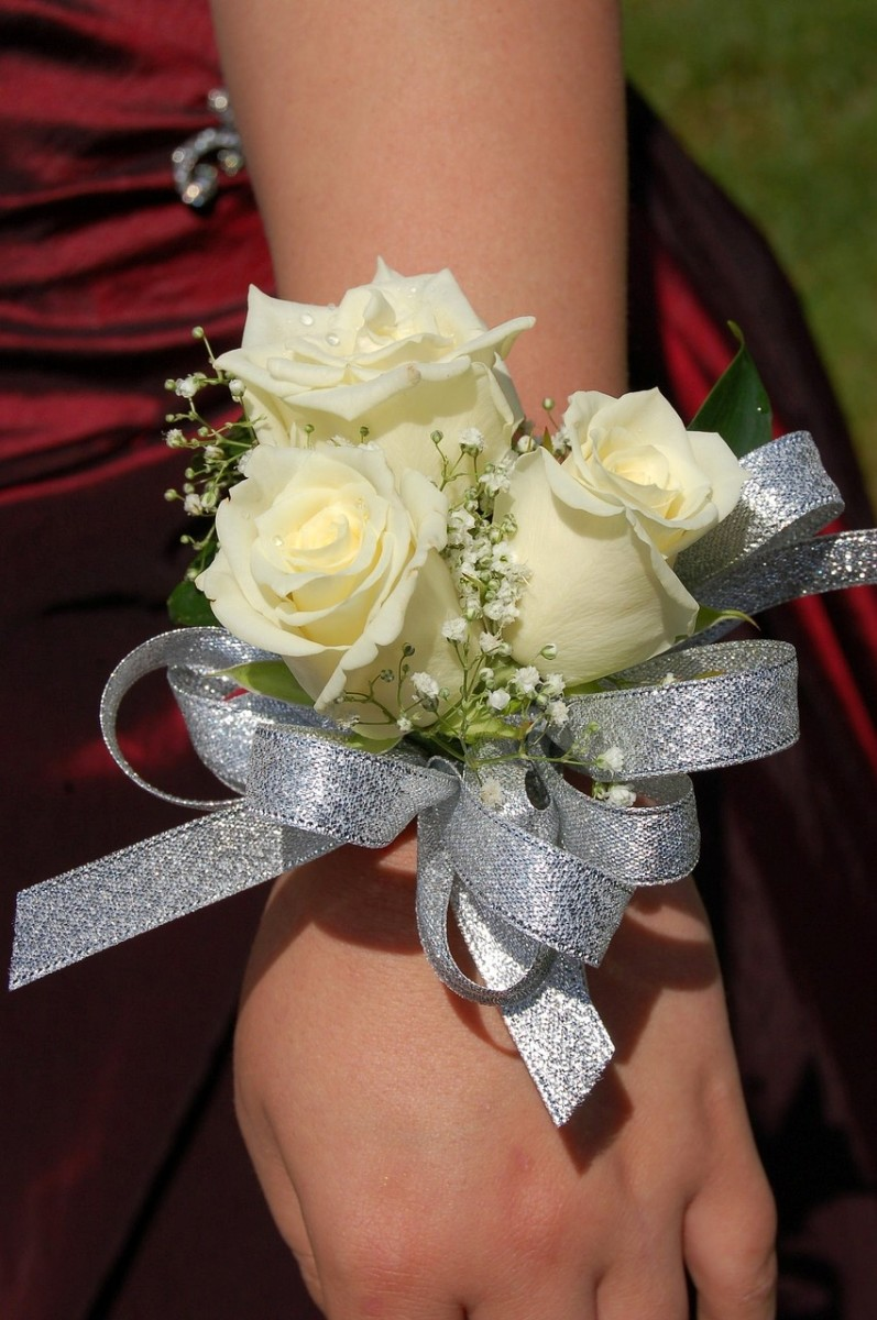 How To Make A Fresh Flower Corsage Feltmagnet