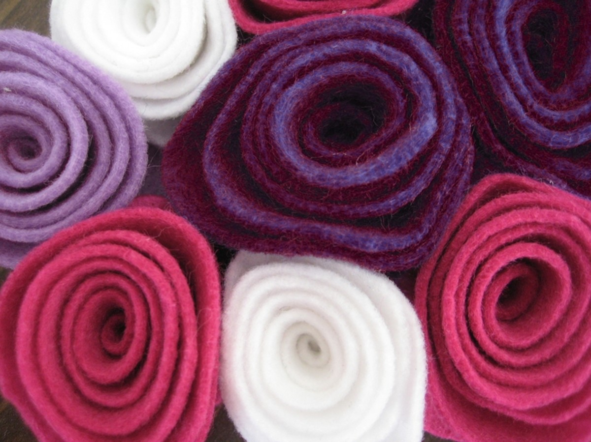 Easy rolled felt rosettes