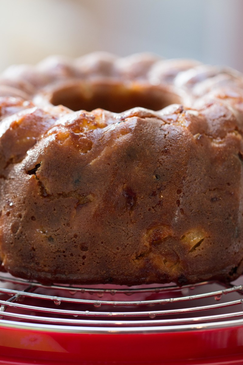 Apple and rum bundt cake. Taken with the Canon 100mm F2.8 L IS lens and 650D.