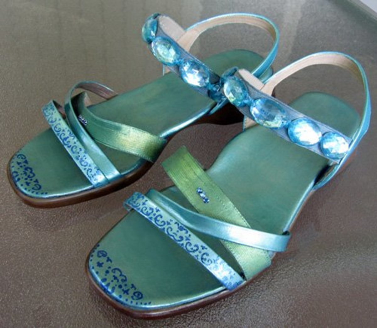 Ta-da! Don't the finished sandals look cool?