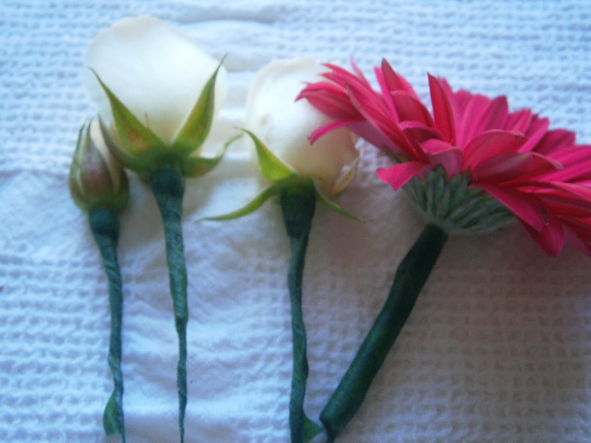 Prep any other flower. Normally, leaves and small flowers can be spared from wiring.