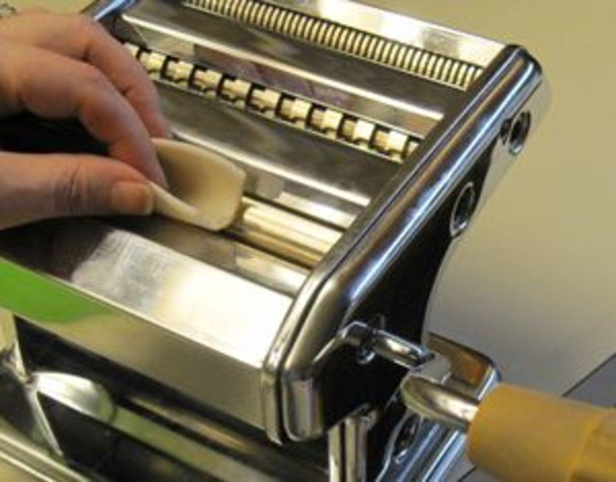 Feeding u-fold of polymer clay through the pasta machine