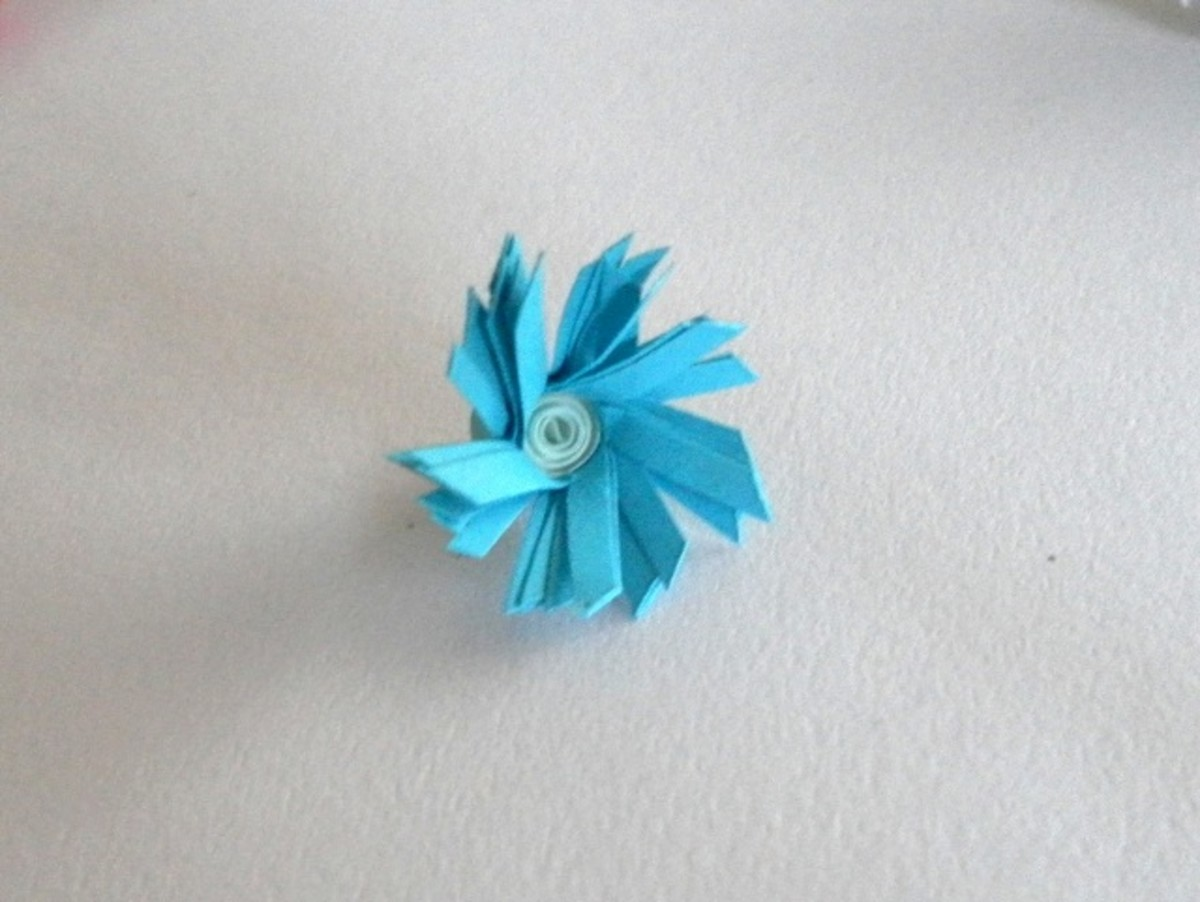 Flower with slanted fringe and solid white centre