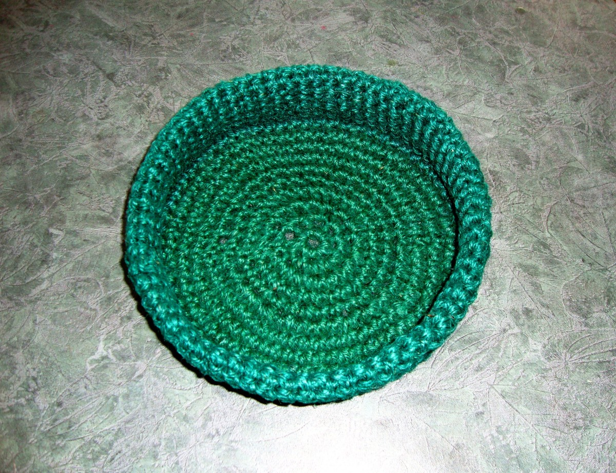 how-to-crochet-a-round-basket-from-gardening-twine