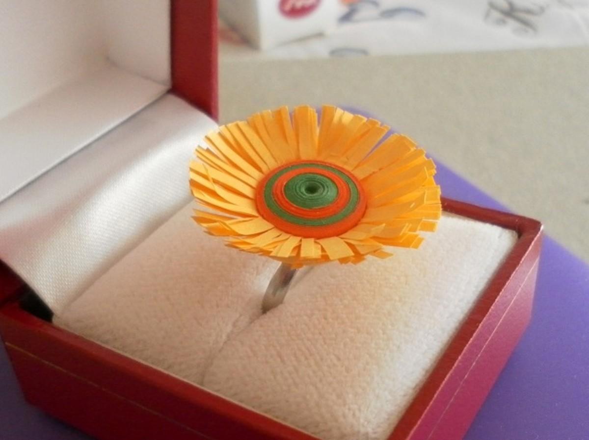 Fringed flower ring