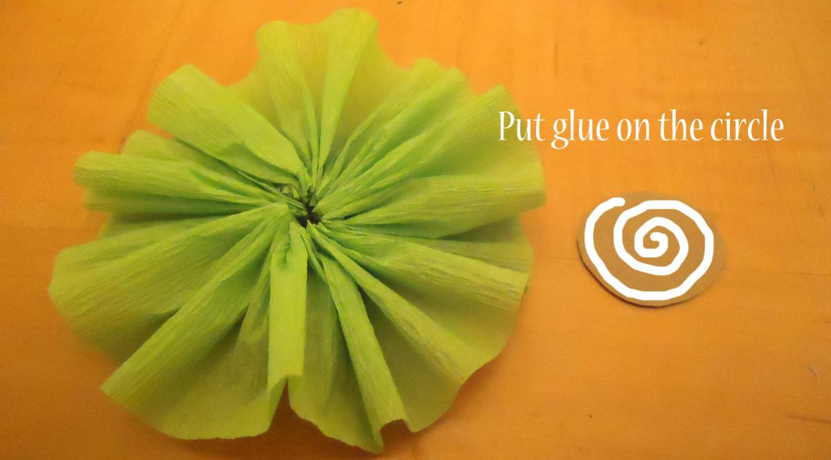 put glue on circle