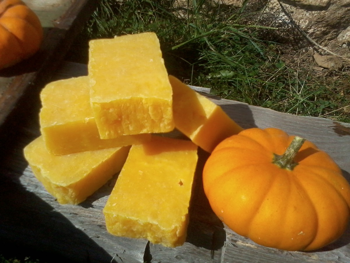 It's pretty!! Somehow, it seems that the pumpkin color got cooked right out of the soap. Or, maybe I'm wrong about that, and this is what cooked pumpkin in soap looks like. Maybe, without the pumpkin, the orange oil would have turned the soap yellow