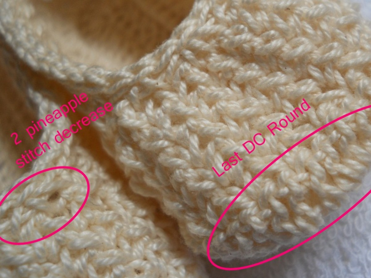 Close up on the toe showing the last dc round of the sole and 2-pineapple stitch decrease.