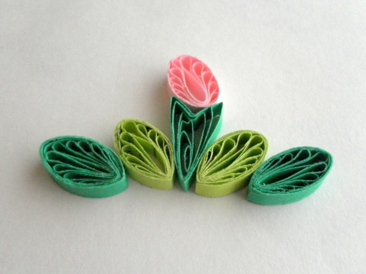 A quilled design with comb quilled coils.