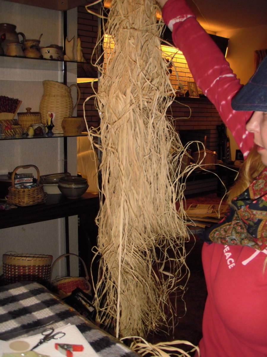 If working with raffia, pull a few threads off the hank, then wrap them around your fist to prevent them from tangling.  Keep the raffia moist and supple as you work.