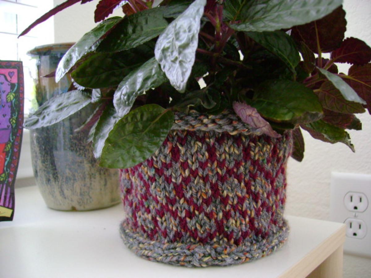 finished knitted pinwheel basket