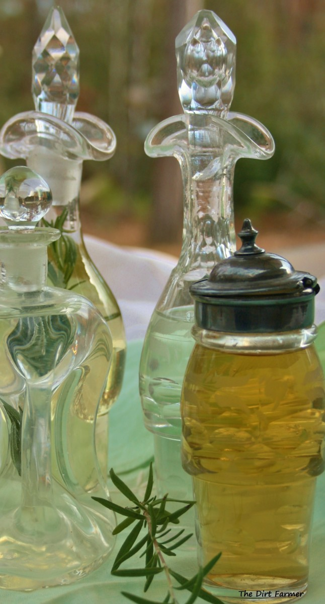 Adding a fresh sprig of herbs to the vinegar after straining is optional.
