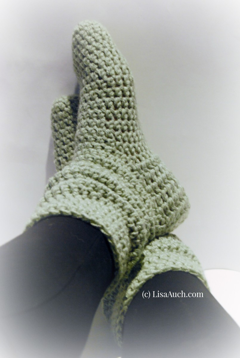 Free Crochet Pattern to make these gorgeous Fashionable Crochet Slipper Boots