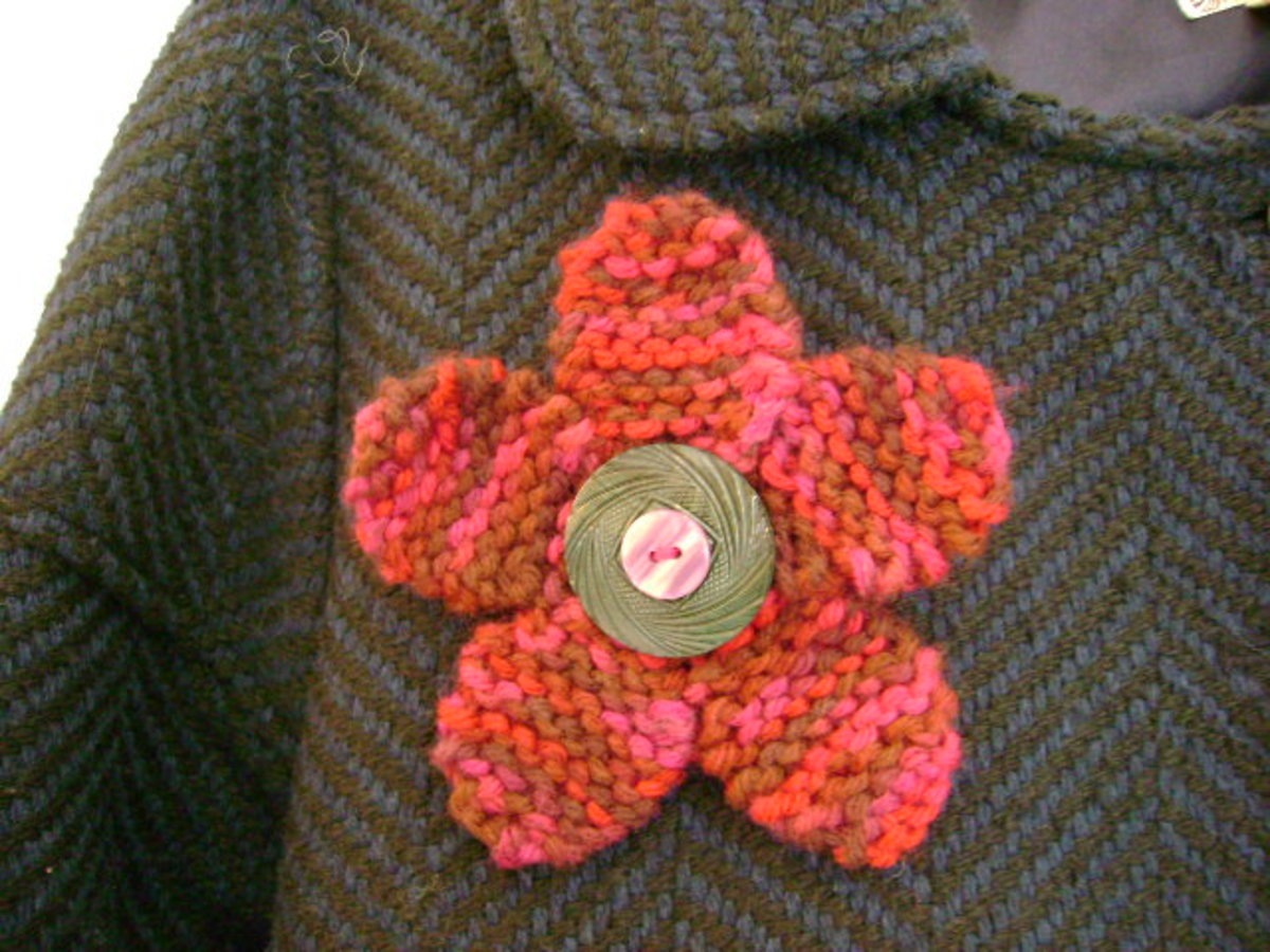 how to knit a flirty flower pin  (c) purl3agony 2012