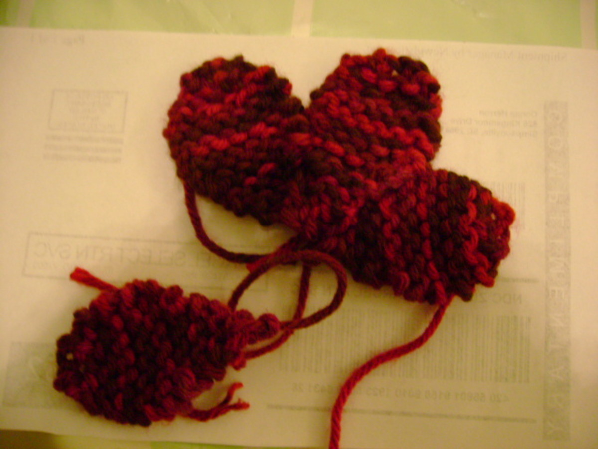 Assembling a knitted flower
