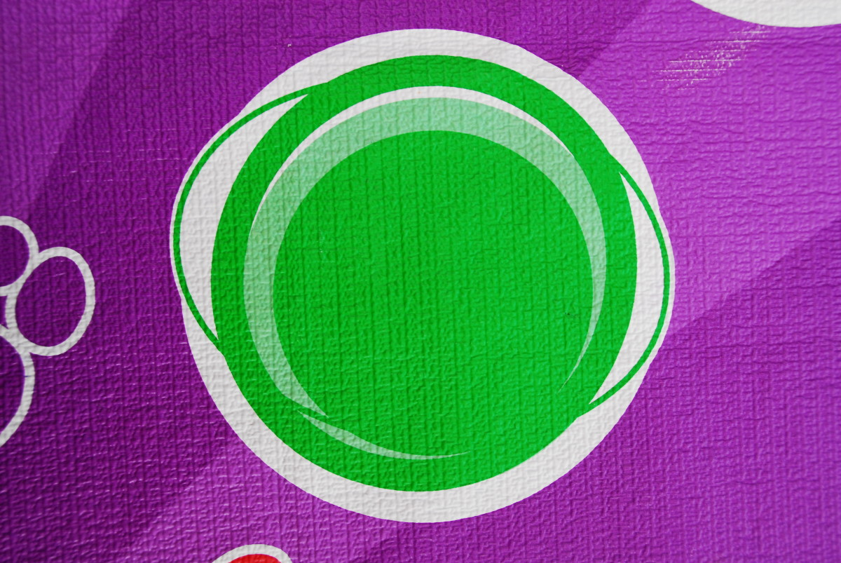 Circular design on plastic mat - simply used as a guide, you could use a piece of colored card under your bubble wrap