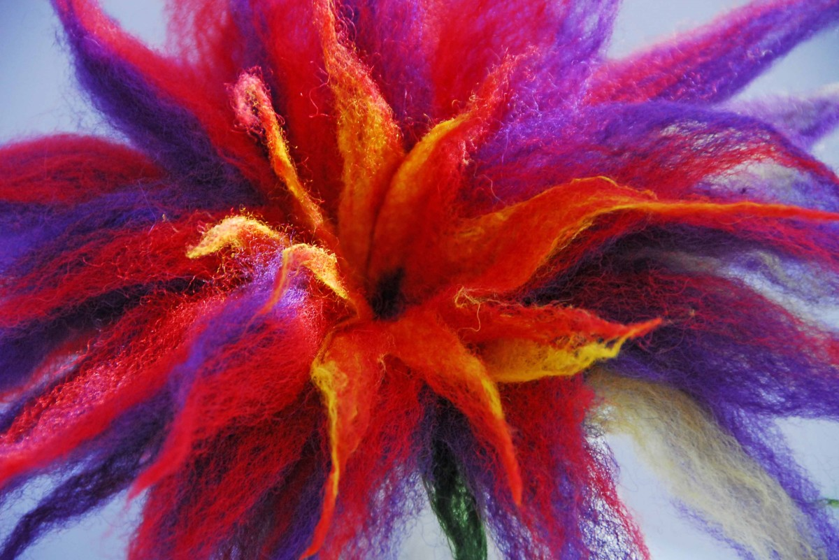 How To Use An Electric Sander To Wet Felt A 3D Flower