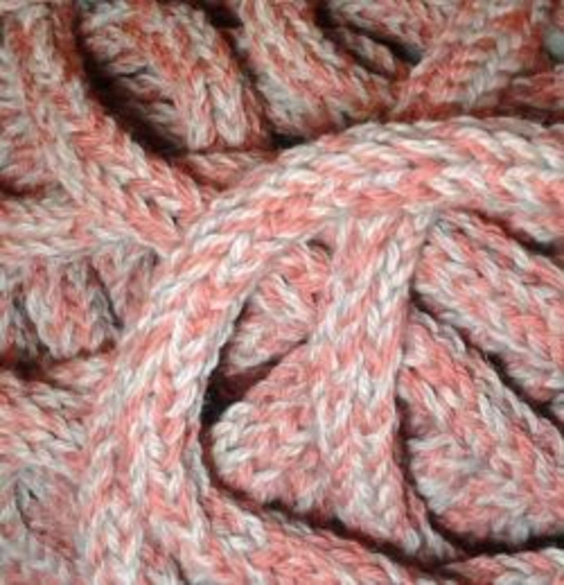 tutorial-spool-knitted-infinity-scarf-on-a-homemade-knitting-nancy