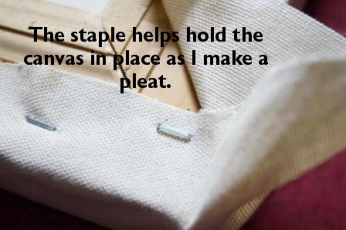 A staple to hold the canvas will help me then to make a pleat with both hands.