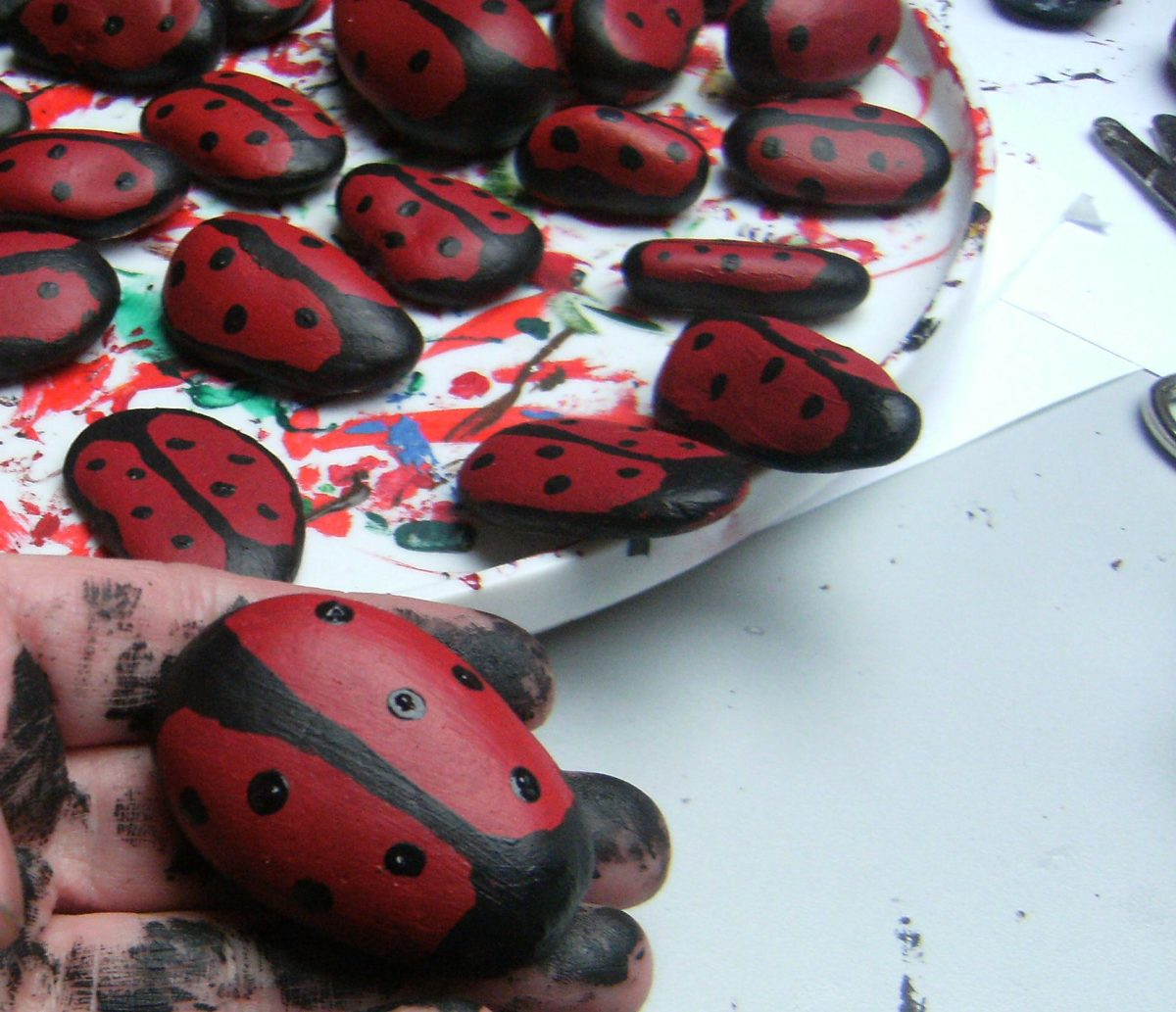How to paint rocks to look like Ladybugs