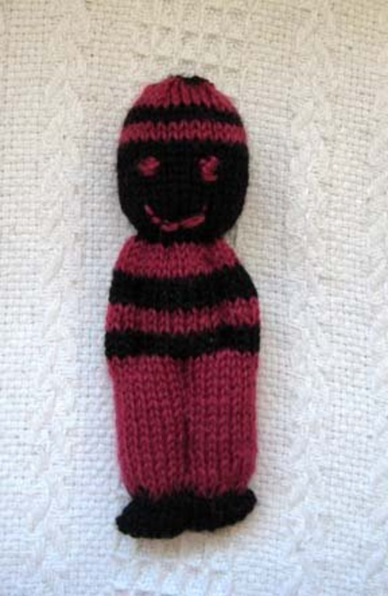 A 2-colour Duduza or Comfort doll. It can also be made with leftover wool of different colours.