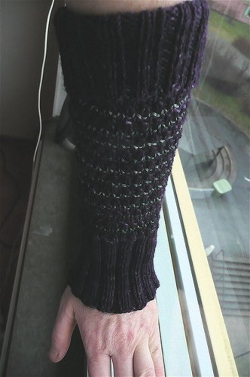 Basic arm warmers with stockinette stitch at top and bottom to create ribbing.