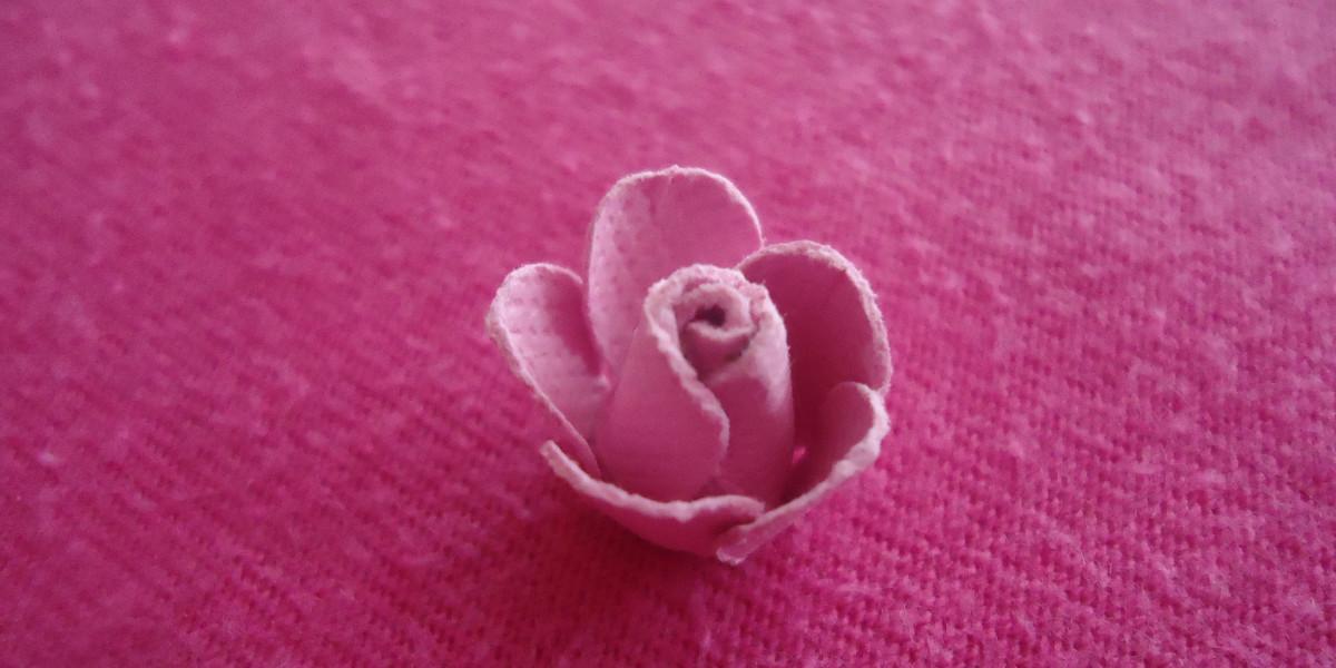 Сложите вторую цветок подтянуться в середине