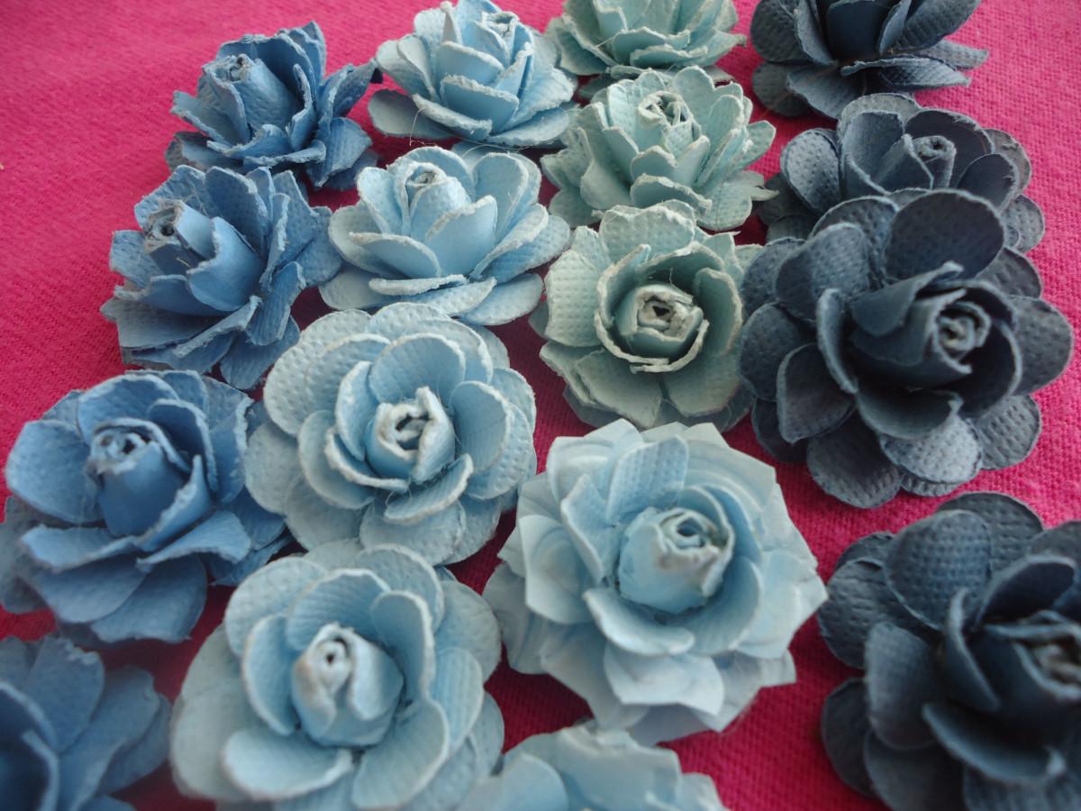 Beautiful handmade paper roses tutorial for Handmade paper flowers tutorial