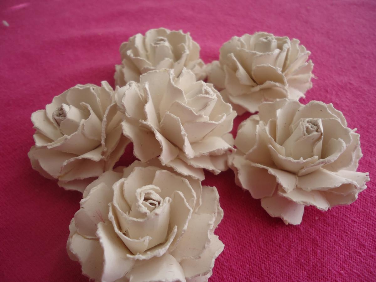 Beautiful handmade paper roses tutorial feltmagnet for Handmade paper flowers tutorial