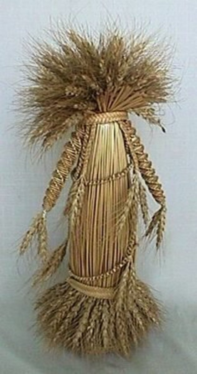 The Ivy Girl of Kent is a traditional straw piece that depicts the primitive image of the earth goddess in Britain.