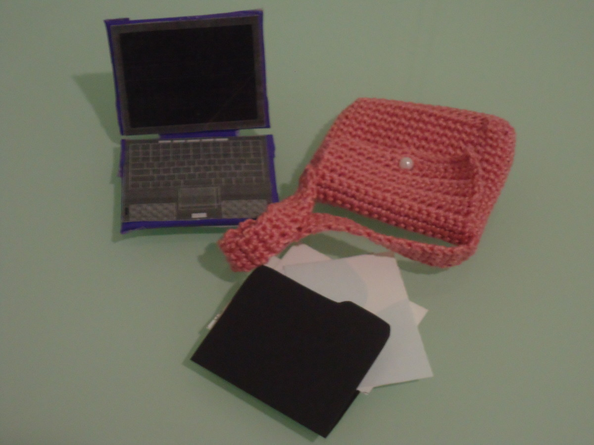 Laptop, Folder w/ Files, Laptop Messenger Bag