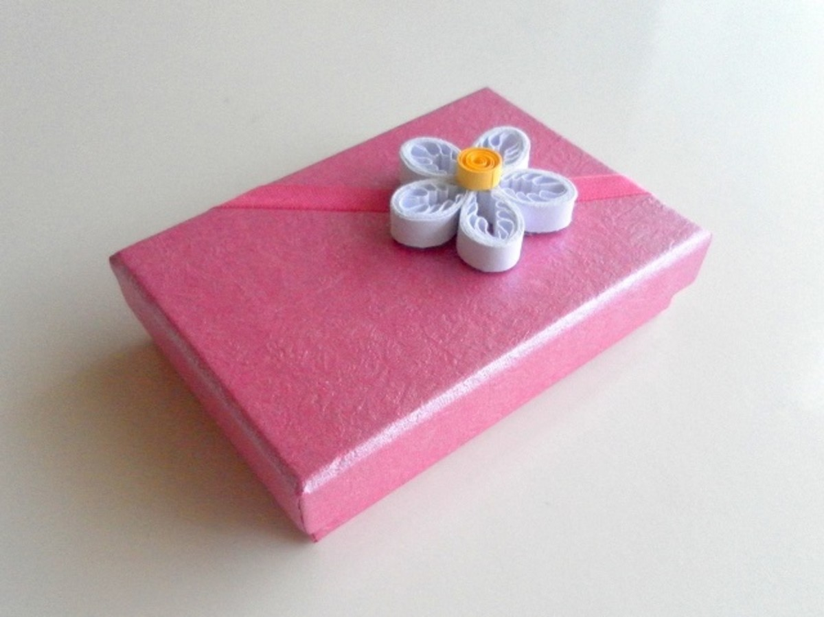 Quilled flower on a gift box.