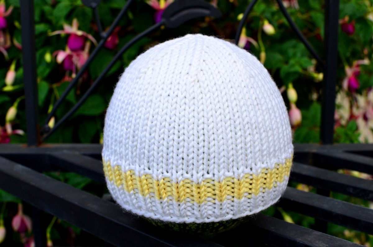 How to Knit a Basic Baby Hat  Free (and Easy!) Pattern With Step-by ... cb7df8f54a5