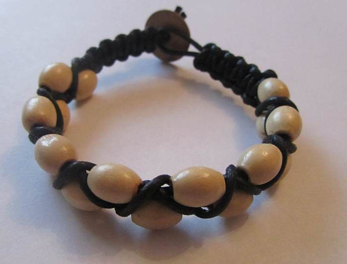 Macramé jewellery can be embellished with beads.
