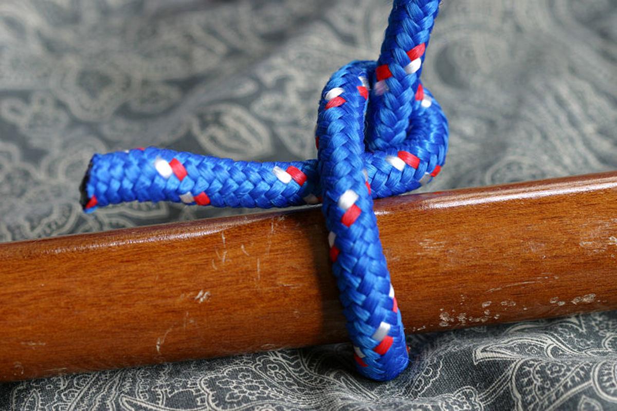 A half hitch knot