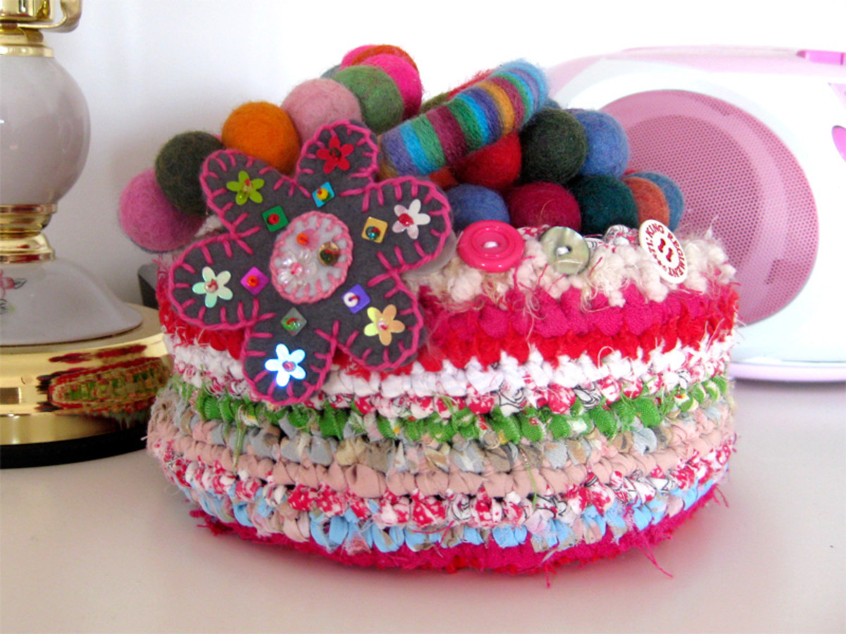 This fabric basket was made using the same technique as rag rugging, mixing 1cm fabric strips with fluffy wool to add texture.