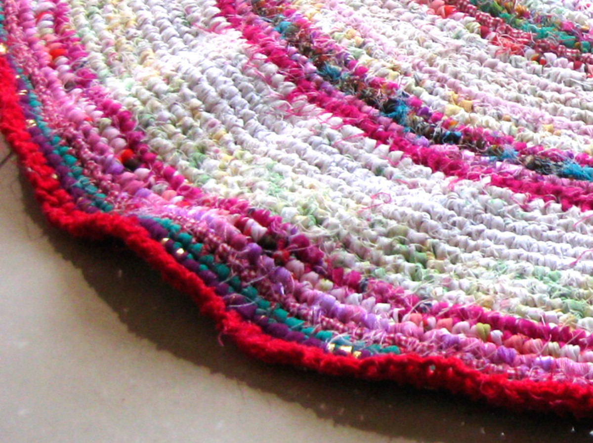 Too much increasing of stitches will make the edges of the rug frilly like this, and it won't sit flat.