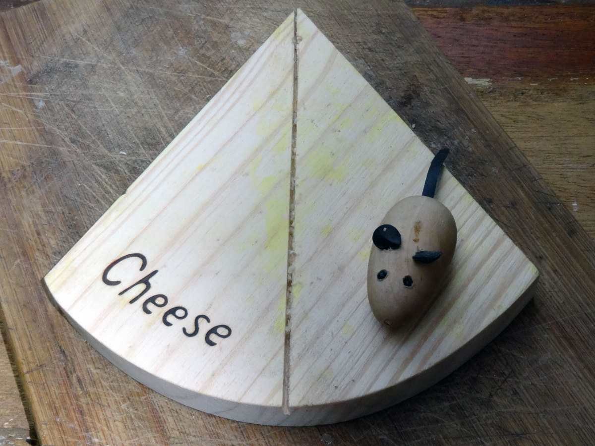 Original novelty cheese board with wooden mouse