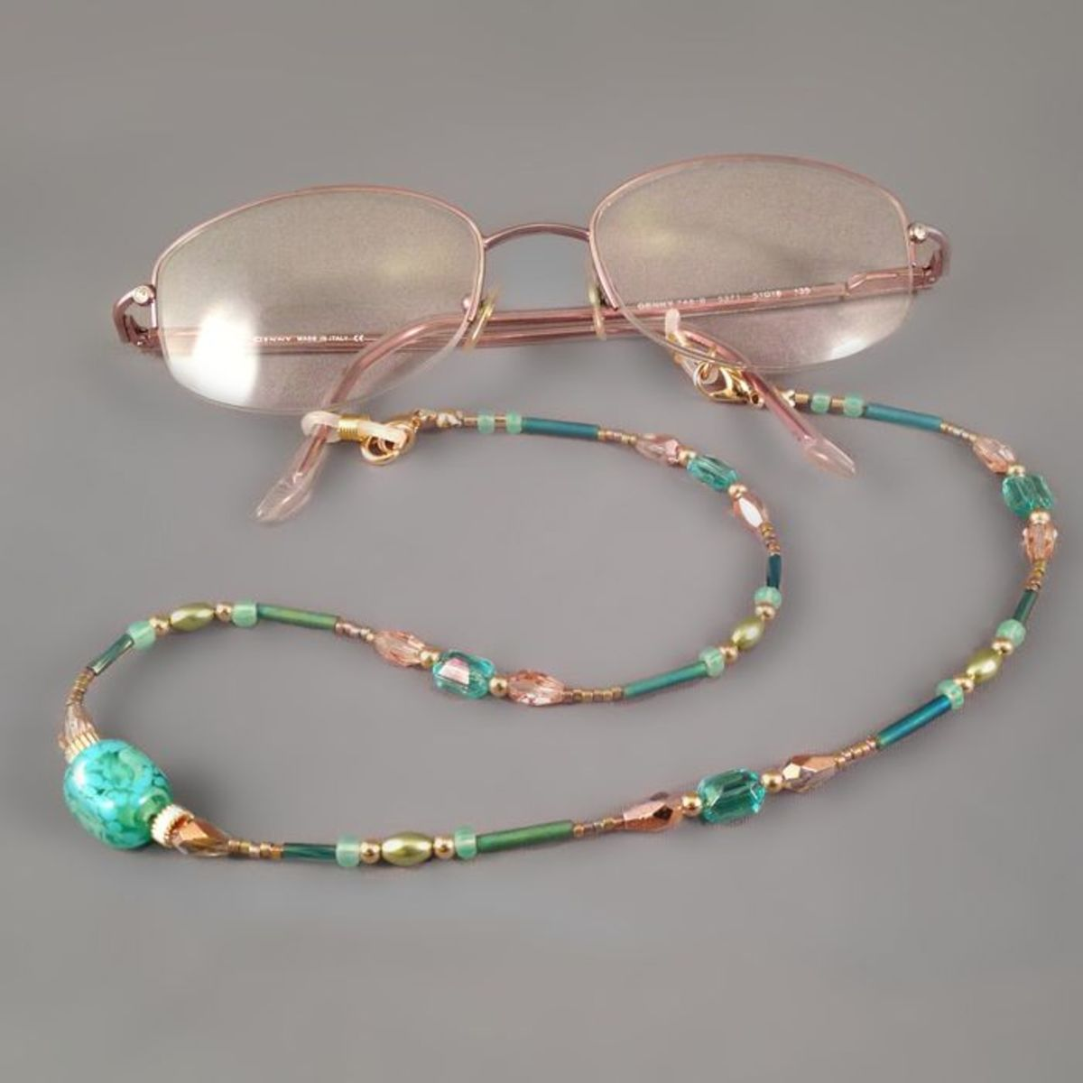 Eyeglasses attached to the finished beaded chain