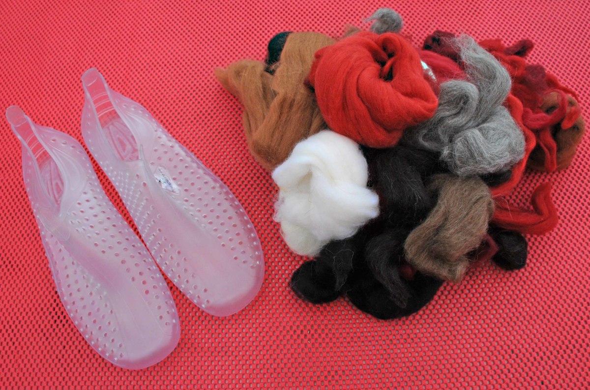 Wool Roving, Aqua Shoes